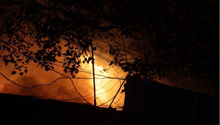 রংপুর নিউমার্কেটে ভয়াবহ অগ্নিকাণ্ড, ২০ দোকান ভস্মীভূত