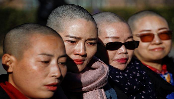 স্বামীদের ওপর সরকারি নিপীড়নের বিরুদ্ধে চীনে স্ত্রীদের অভিনব প্রতিবাদ