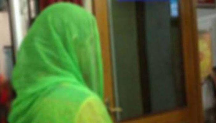 বগুড়ায় বিয়ের দাবিতে কলেজ ছাত্রীর অনশন