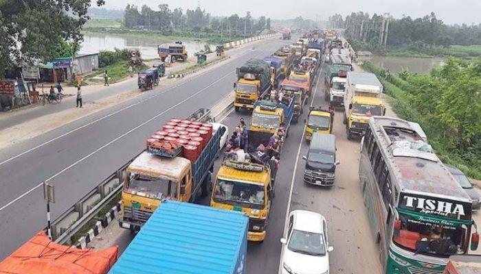 ঢাকা-টাঙ্গাইল-বঙ্গবন্ধু সমহাসড়কে ১৭ কিলোমিটার যানজট