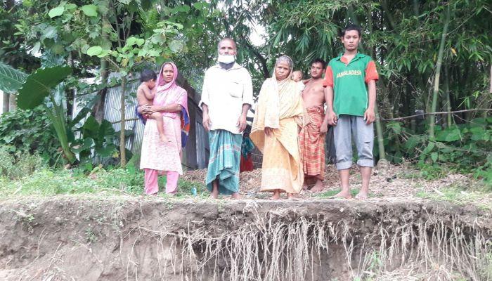 অবৈধ বালু উত্তোলন, প্রধানমন্ত্রীর টাকায় কেনা বসতভিটা নদীগর্ভে বিলীন