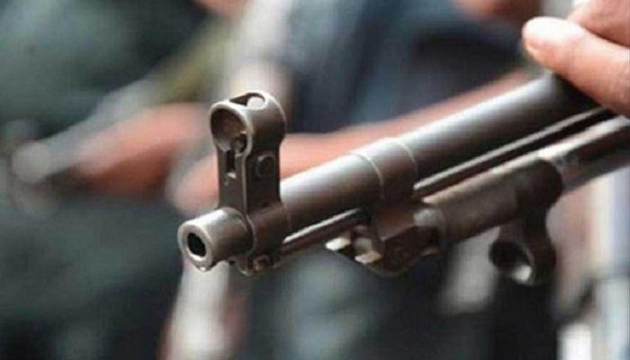 চট্টগ্রামে বন্দুকযুদ্ধে ছিনতাইকারী আহত