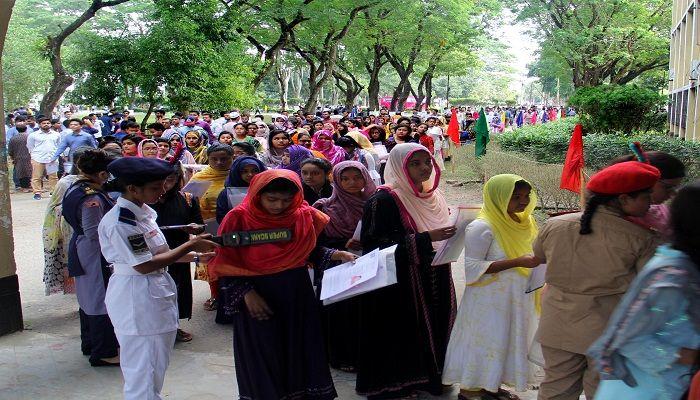 কঠোর নিরাপত্তায় ইবিতে 'এ' ও 'সি' ইউনিটের ভর্তি পরীক্ষা সম্পন্ন