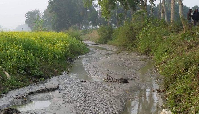 গোপালগঞ্জে বালু ব্যবসায়ীর বিরুদ্ধে খাল ভরাটের অভিযোগ