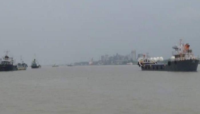 করোনা রোধে ভারতগামী নৌযান চলাচল বন্ধ ঘোষণা