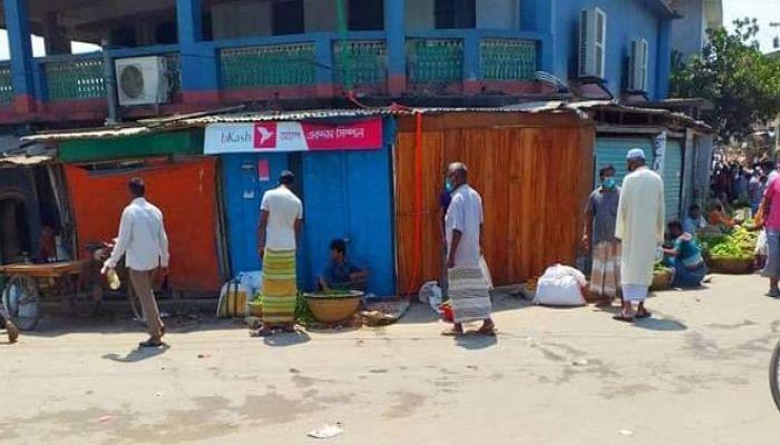 করোনায় হাট-বাজার বন্ধে ফসল নিয়ে বিপাকে কৃষকরা