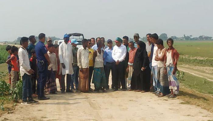 তাহিরপুরে জেলা প্রশাসকের হাওর রক্ষা বাঁধ পরির্দশন
