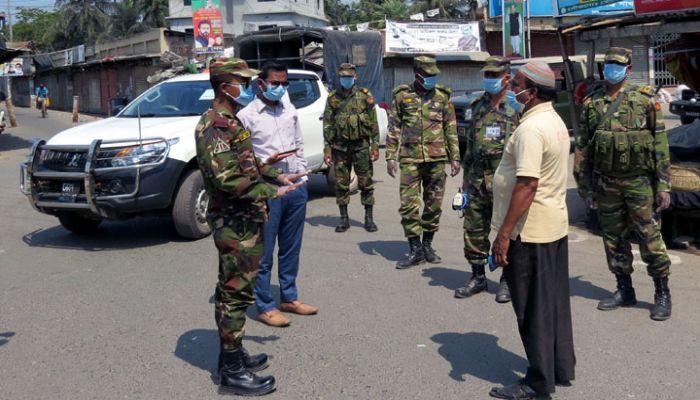 মোরেলগঞ্জে করোনা মোকাবেলায় সেনাবাহিনীর টহল অব্যাহত