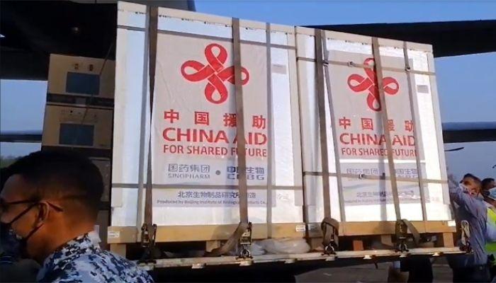 চীনের উপহারের টিকা বাংলাদেশে পৌঁছেছে