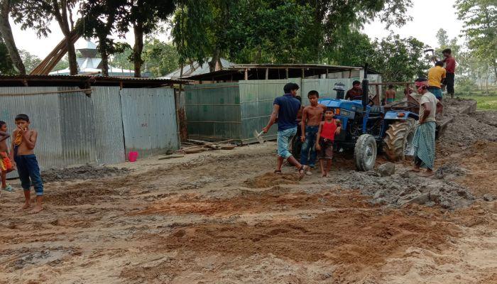 হাতীবান্ধায় ভারতীয় নাগরিকের বিরুদ্ধে জমি দখলের অভিযোগ