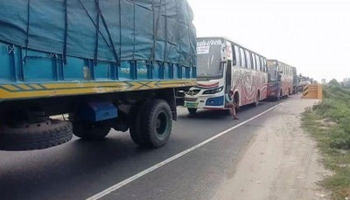 ঢাকা-টাঙ্গাইল মহাসড়কে ১৭ কিলোমিটার যানজট